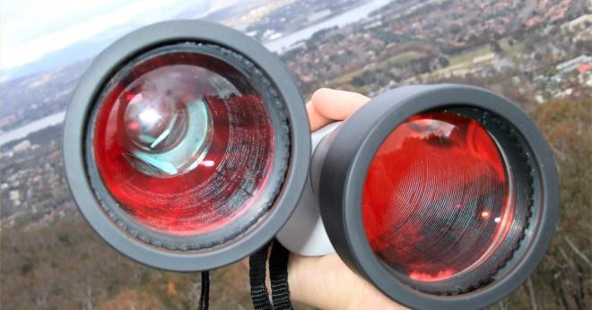 Hur skiljer sig ett monokulära okular från ett binokulärt okular?