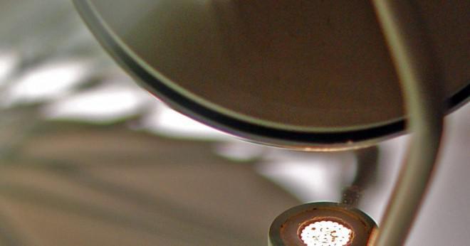 Vilken fördel har fiberoptik över wire kablar?