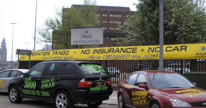 Hur gammal måste du vara att få heltäckande bilförsäkring som täcker du för att driva andra folks bilar?