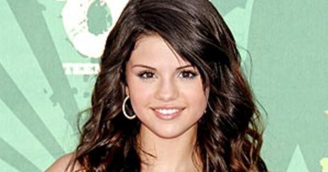 Vilka är några av Selena Gomez bidrag till samhället?