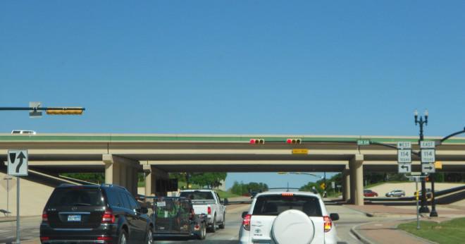 Vad är drivande avståndet mellan Dallas TX och Lubbock TX?