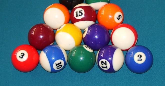 I åtta-ball är det lagligt att sänka en motståndare bollen först även om du gör din boll som sloggs första?