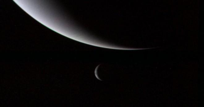 Vad heter Neptunus största måne?