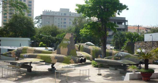 Varför gjorde USA inte få inblandade i Vietnam situationen först att hjälpa fransmännen men beslutat att bekämpa senare?