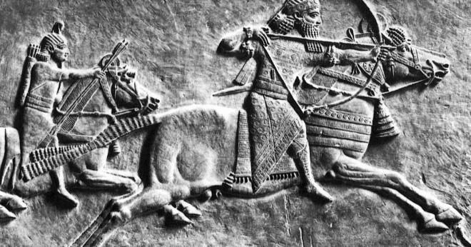 Vilka egenskaper beskriva babyloniska och assyriska riket?