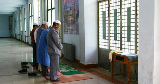 Hur kan en muslimsk man gifta sig med en kristen kvinna utan antingen en konvertering och inte är av samma nationalitet?