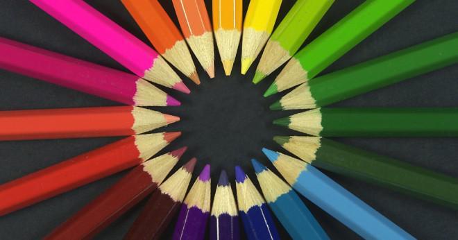 Vilka förändringar vitt ljus för färgade ljus?