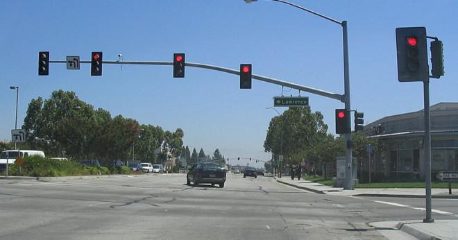 Varför i vissa jurisdiktioner trafikljus färger har olika former?