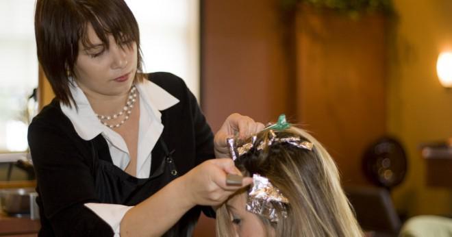 Kan du blanda svart och blå hårfärgningsmedel tillsammans?