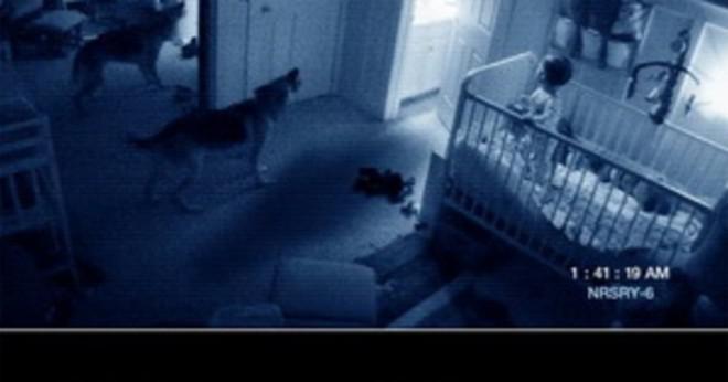 Vad var ordet skrivet i dörren i filmen Paranormal Activity 2?