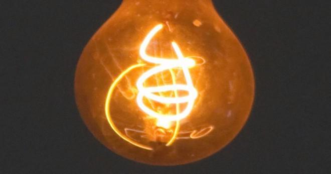 Vem var den förste att använda glödlampa?