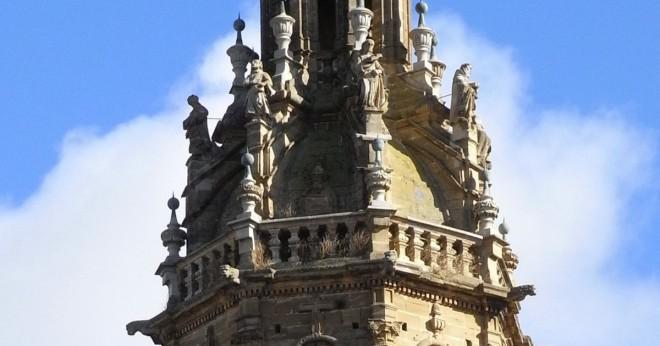 Höll på att bygga det lutande tornet i Pisa farligt?