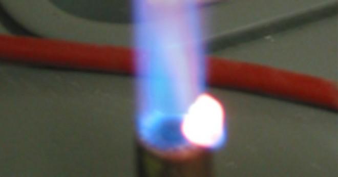 Vilka element brinner gröna i lågan test?