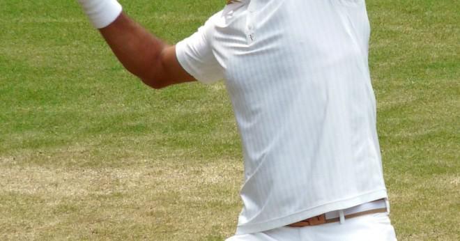 Kan en tennisboll gå runt på nätet och inte över nätet och fortfarande vara i spel?