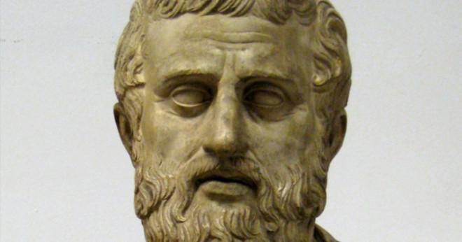 """När kören anklagar Antigone stolthet i """"Antigone""""?"""