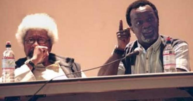 Diskutera användning av två poetiska enheter i dikt hemlösa inte hopplöst av sola owonibi?