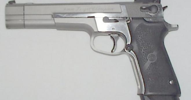 Hur rengör du en smith och Wesson modell 459 pistol?