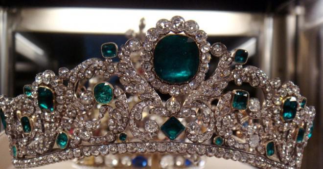 Vad är innebörden av drömmer om en krona?