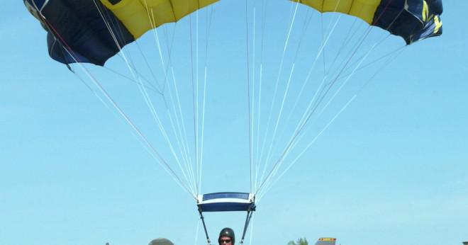 Vilket material används för att göra militära fallskärmar?