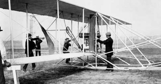 När bröderna Wright uppfann flygplanet?