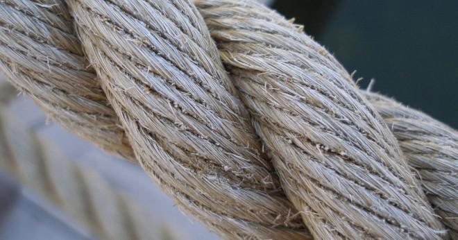 Namnge det material som används för att göra rep för bergsklättring?