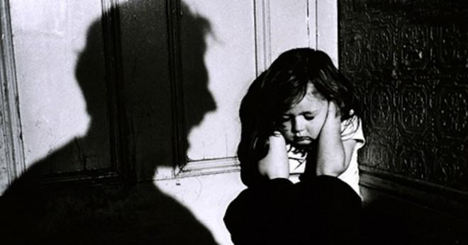 Vad är tecken på barnmisshandel och hur kan du hjälpa misshandlade barnet att övervinna den skada?