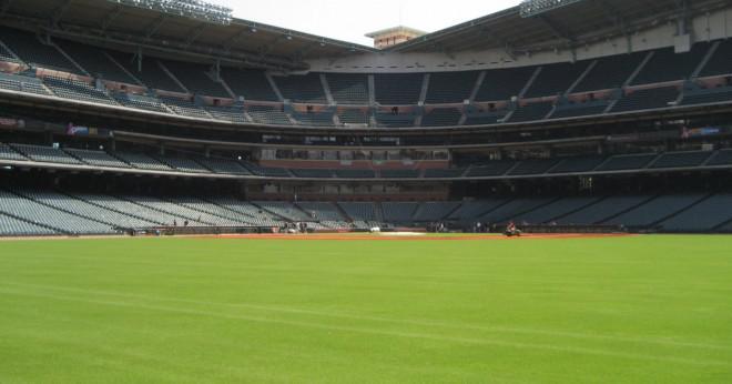 Vem var den första Astro baseball spelaren att slå en home run i Astrodome?