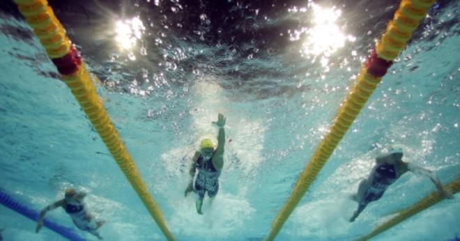 Vad är den snabbaste tiden 400 meter simma?
